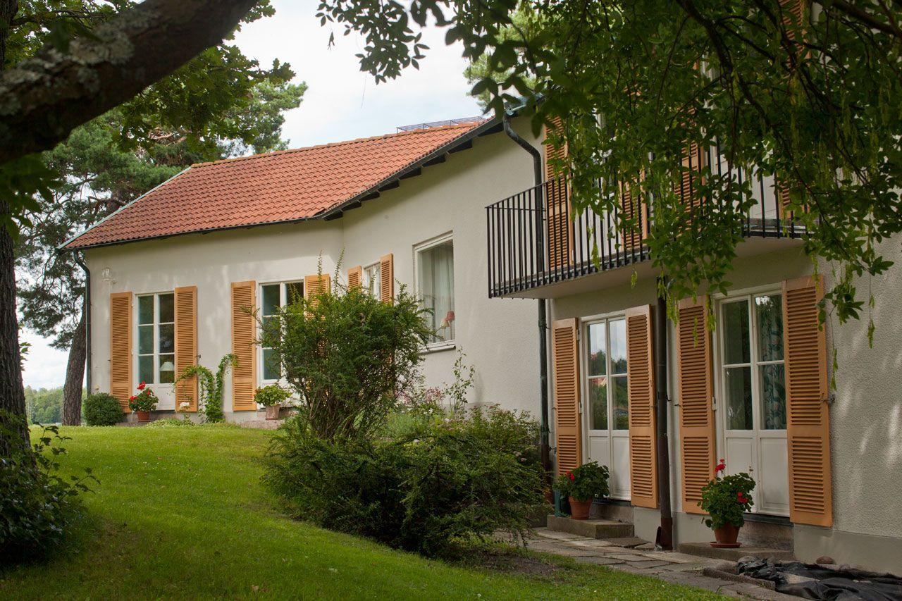fasadrenovering-saltsjobaden-tradgardssida.jpg